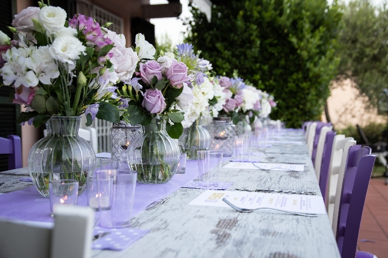 diana and ciarly flowers table