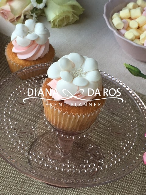 Flower pink and white cupcake