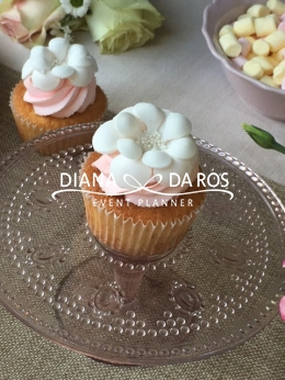 Flower pink and white cupcake (Diana Da Ros - Event Planner)