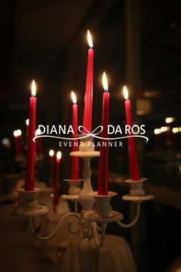 candelabro con candele rosse (Diana Da Ros - Event Planner)