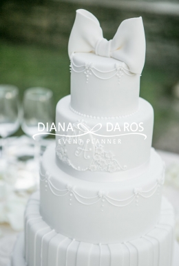 Wedding cake total white (Diana Da Ros - Event Planner)