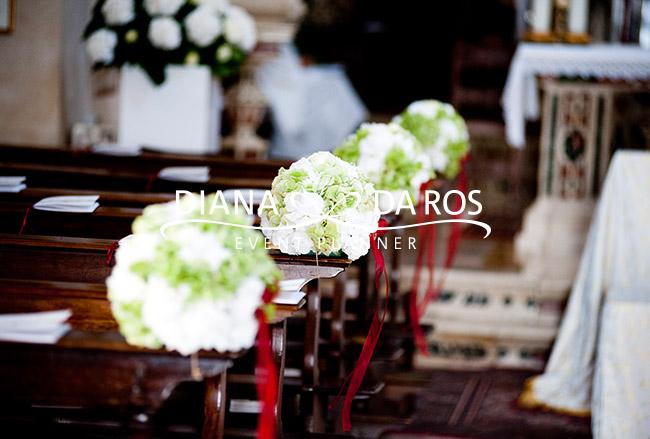 Favoloso dettaglio) Chiesa Fiori Panche Wine Wedding ZV53